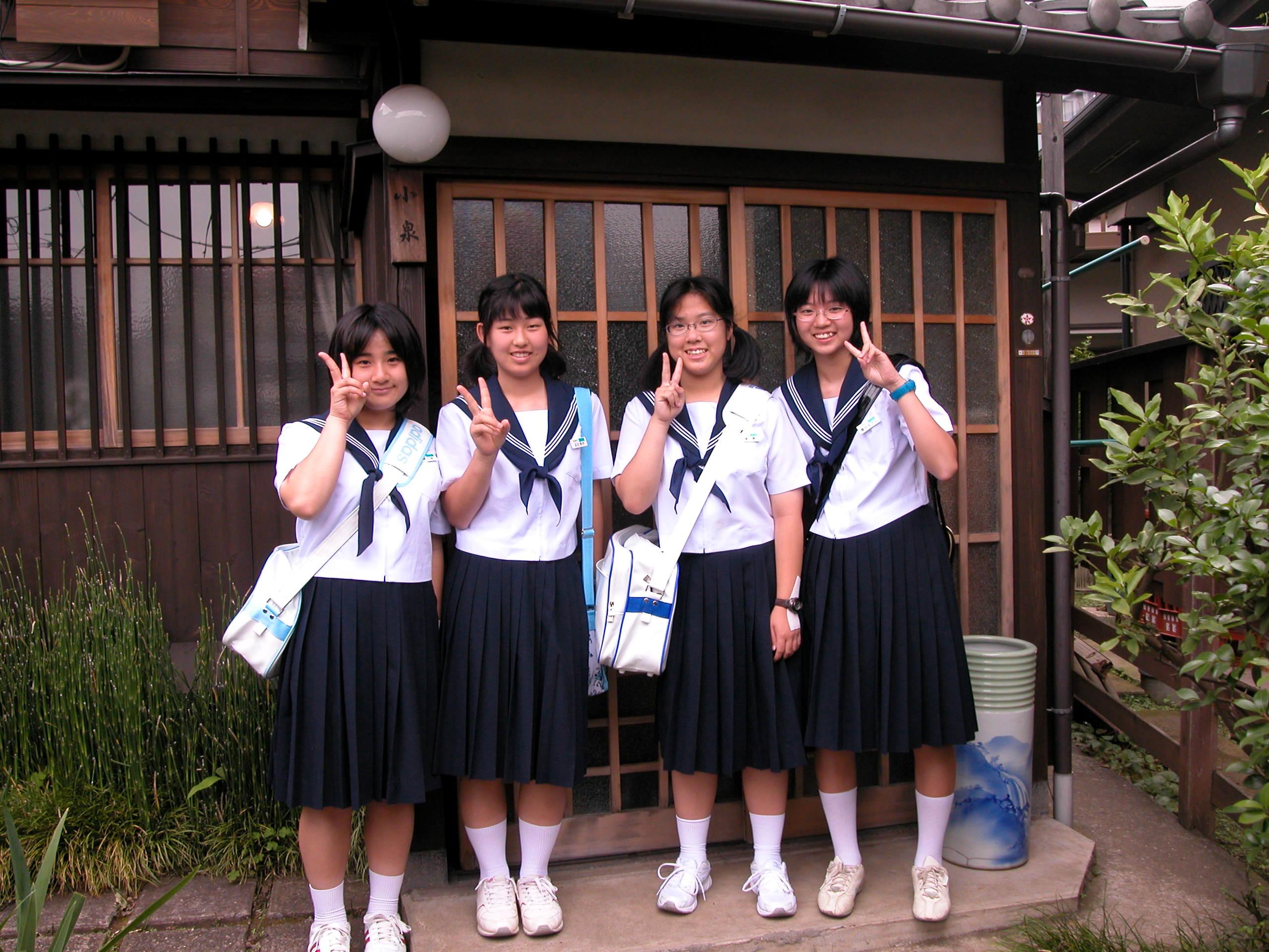 ふつうの白無地ソックス女子中高生->画像>907枚